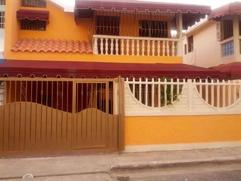 Casa en venta en Ensanche Isabelita Santo Domingo Este