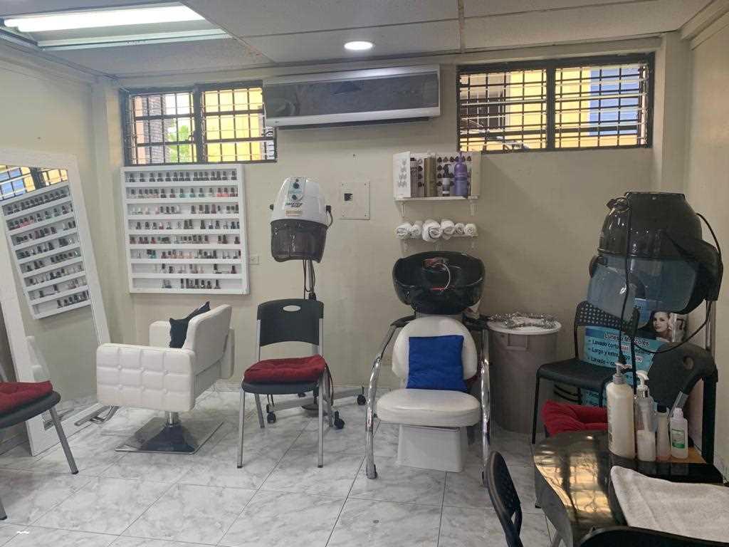 Vendo Punto comercial Salón de belleza en Mirador Sur